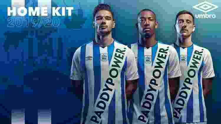Camisa falsa do Huddersfield - Huddersfield Town AFC/Divulgação - Huddersfield Town AFC/Divulgação