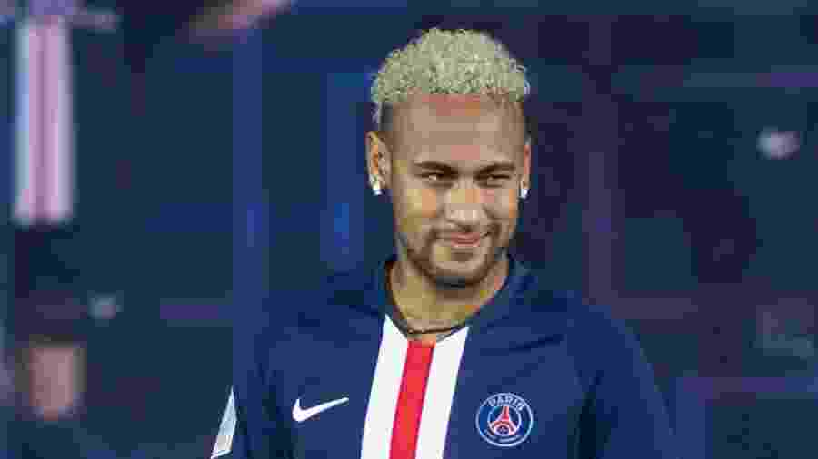 Neymar, em apresentação de uniforme do PSG - Paris Saint-Germain Football/PSG via Getty Images