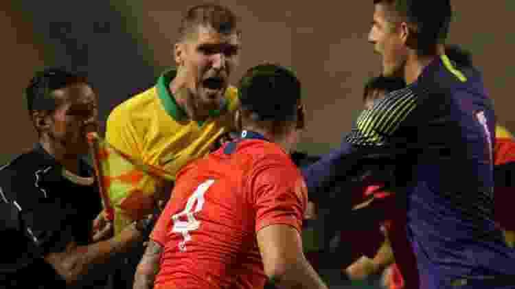Zagueiro Lyanco discute com jogadores do Chile no final do amistoso - JULIO ZERBATTO/MYPHOTO PRESS/ESTADÃO CONTEÚDO