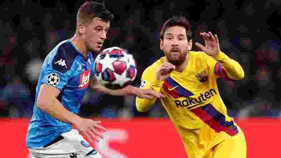 Messi disputa a bola com Diego Demme no primeiro duelo entre Napoli e Barcelona, pelas oitavas de final da Liga dos Campeões  - Guglielmo Mangiapane/Reuters