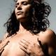 Cat Zingano retira implante de silicone e faz alerta sobre doença mamária