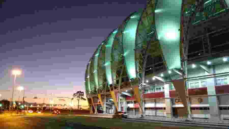 Beira-Rio iluminado em verde em homenagem aos profissionais da saúde - Carlos César Reis de Oliveira/divulgação