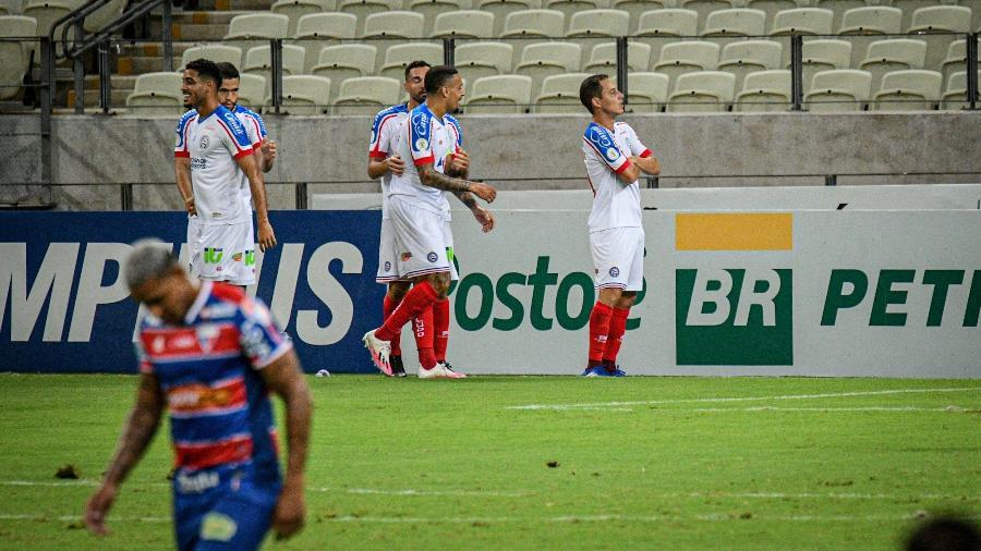Jogadores do Bahia comemoram gol marcado por Rodriguinho na partida contra o Fortaleza - Kely Pereira/AGIF