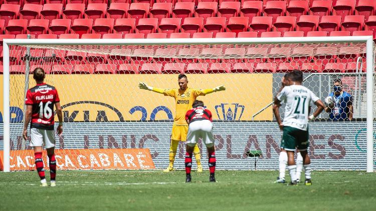 Diego Alves, do Flamengo, durante cobrança de pênalti de Raphael Veiga - Alexandre Vidal / Flamengo - Alexandre Vidal / Flamengo