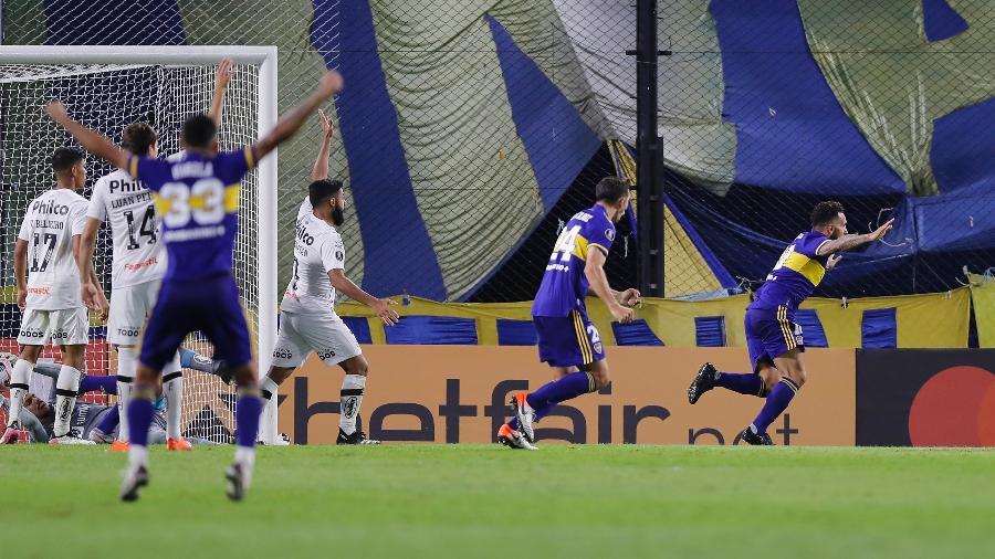 Tevez comemora após marcar pelo Boca Juniors contra o Santos pela Libertadores - Juan Ignacio Roncoroni - Pool/Getty Images