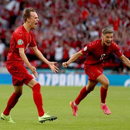 Mikkel Damsgaard comemora gol da Dinamarca contra a Inglaterra na Eurocopa - Getty Images