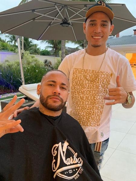 Neymar apareceu com novo visual um dia após adotar penteado com tranças - Reprodução