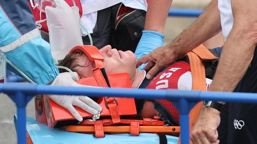 Connor Fields recebe atendimento médico durante as Olimpíadas de Tóquio - Christian Hartmann/Reuters