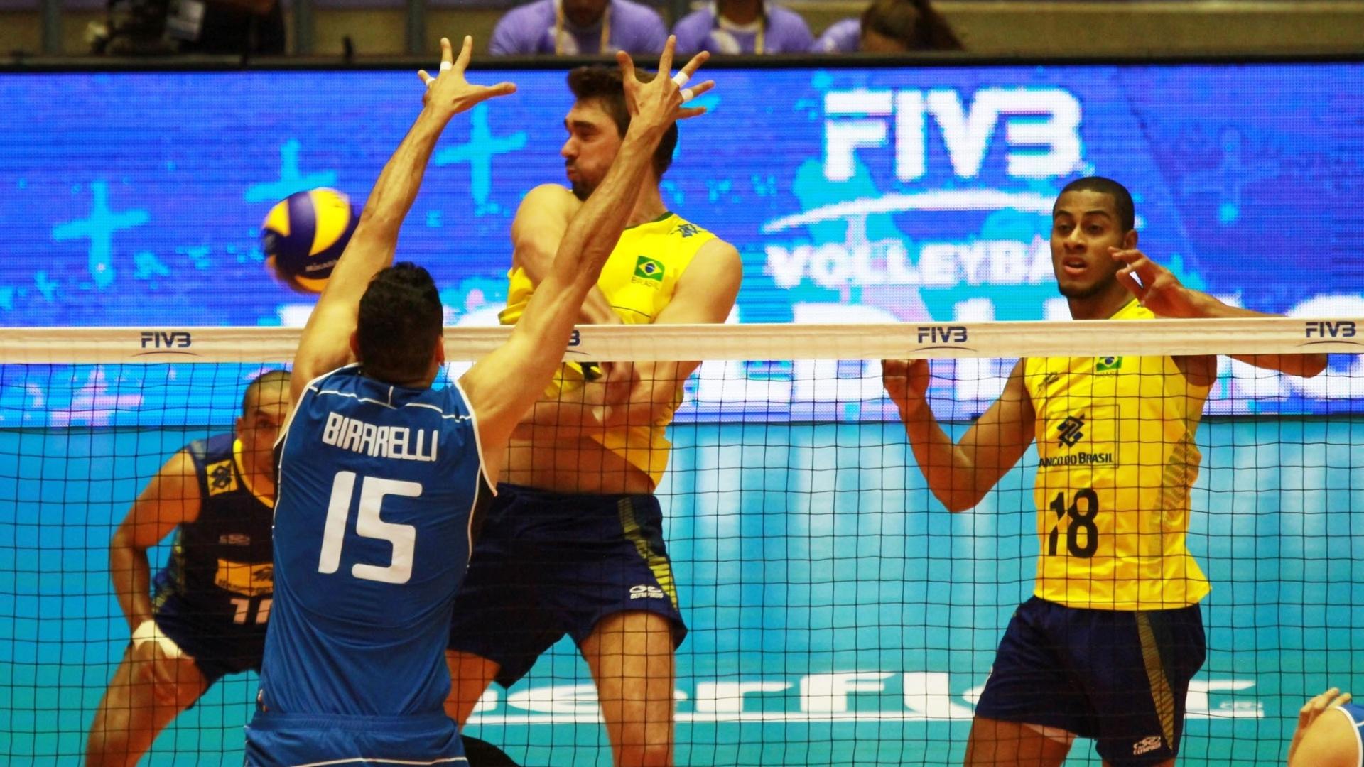 Brasil e Itália se enfrentam pela Liga Mundial de vôlei