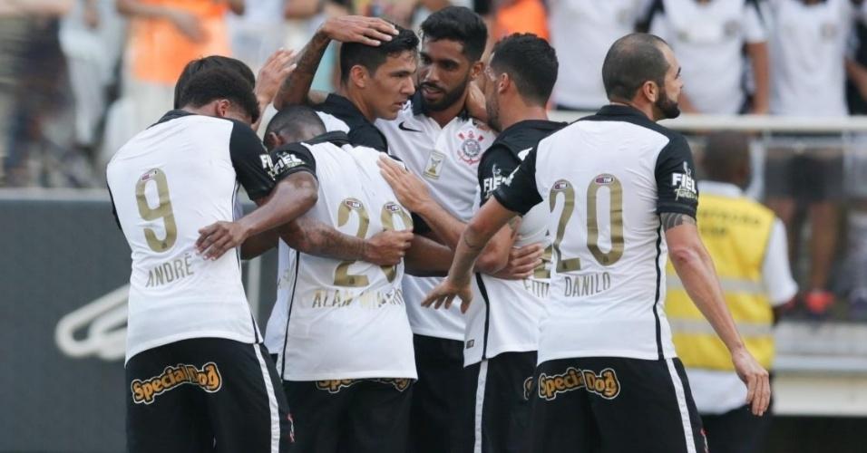 Jogadores do Corinthians comemoram gol marcado por Balbuena sobre o Linense