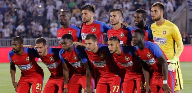 Steaua Bucareste antes de jogo da fase preliminar da Liga dos Campeões