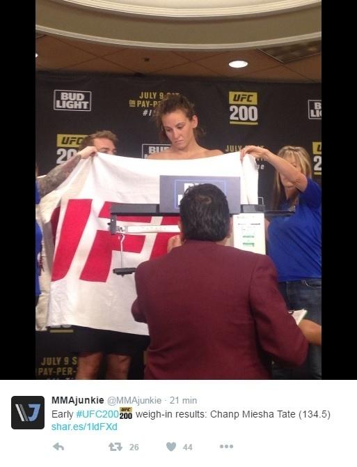 Miesha Tate fica nua para bater peso e confirmar luta contra Amanda Nunes