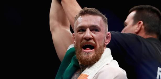 Conor McGregor é o atual campeão dos penas e dos leves do UFC - Michael Reaves / Getty Images
