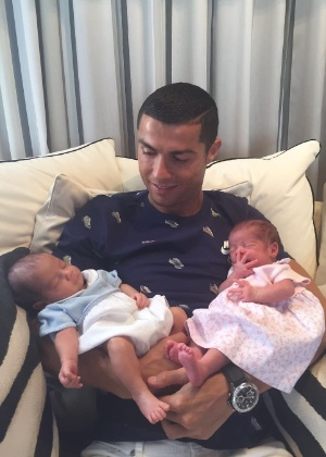 Cristiano com os filhos Mateo e Eva