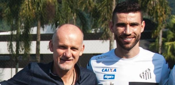 Preparador de goleiros da seleção vê treino de Vanderlei pela 2ª vez em uma semana