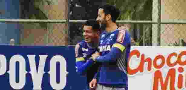 Lucas Romero e Ariel Cabral são grandes amigos no elenco do Cruzeiro - Reprodução Instagram - Reprodução Instagram