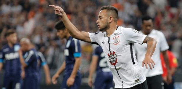 Maycon comemora gol do Corinthians; agentes do volante vão à Europa