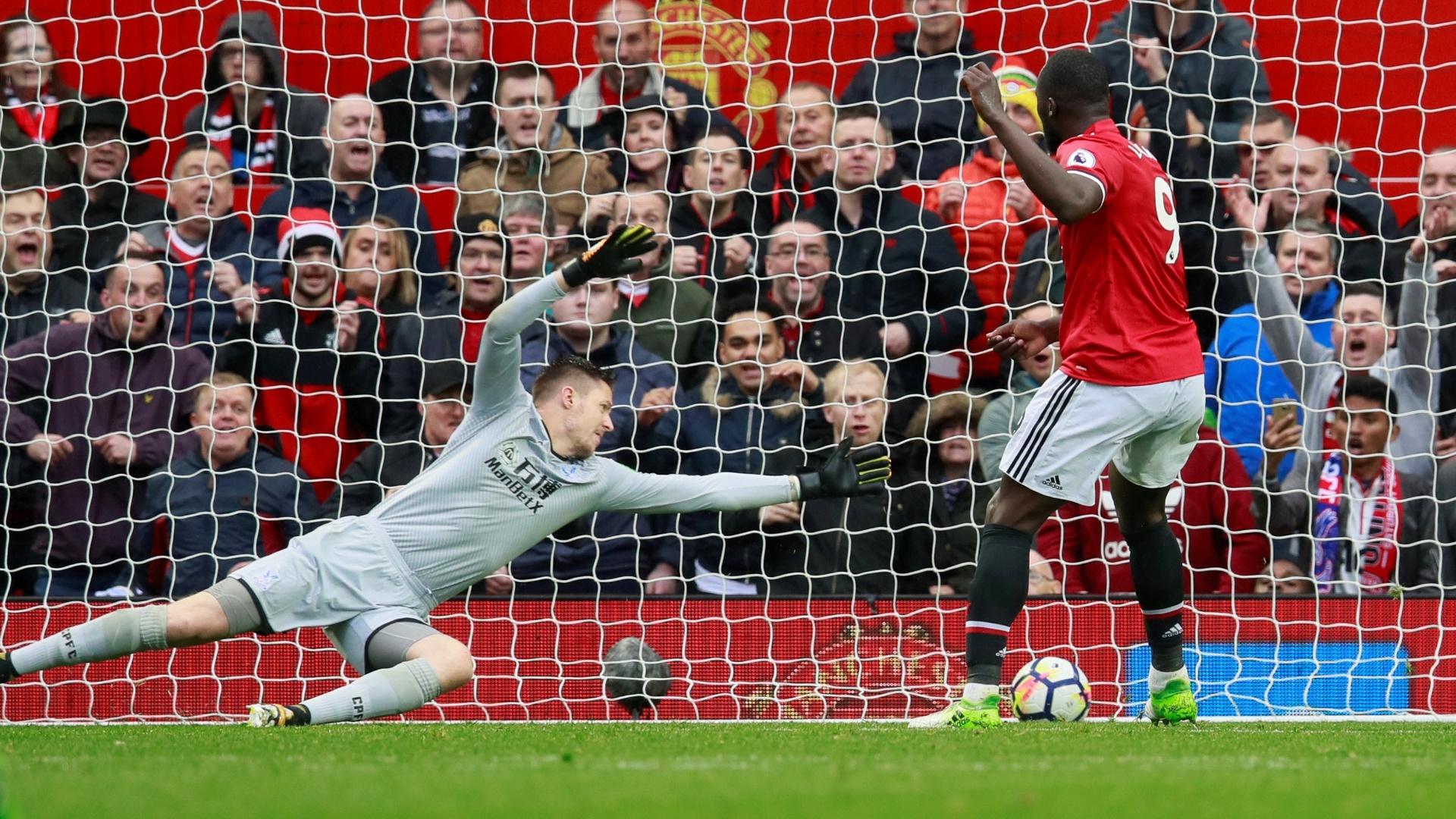 Lukaku marca o quarto gol do United sobre o Crystal Palace