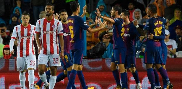 Jogadores do Barcelona comemoram gol do time contra o Olympiacos