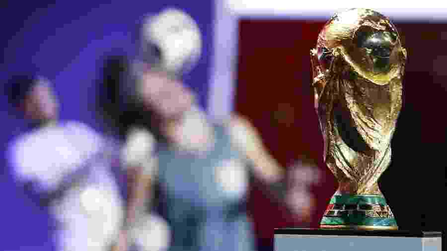 Taça da Copa do Mundo antes do sorteio dos grupos do Mundial da Rússia - Sergei Karpukhin/Reuters
