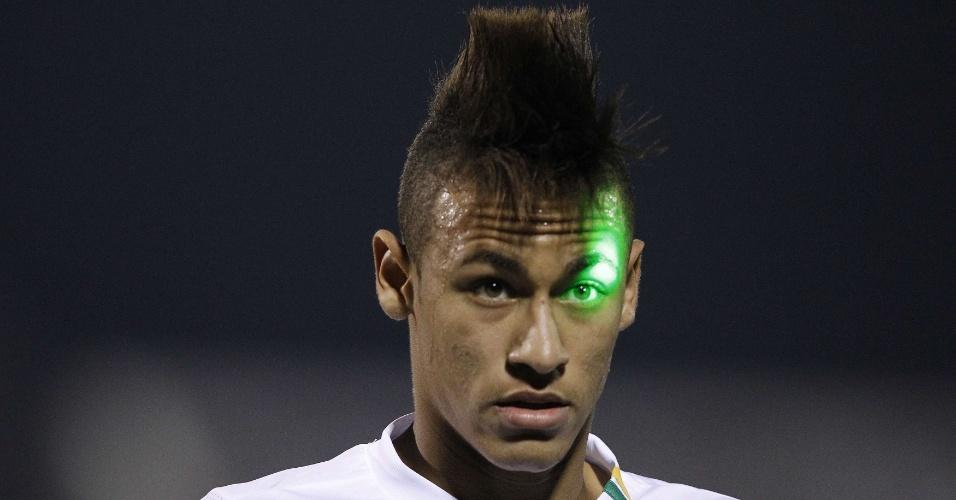 Neymar joga pelo Santos contra o Cerro Porteño, do Paraguai, pela Libertadores, em junho de 2011