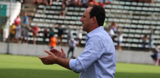 O técnico Rogério Ceni durante uma partida do Fortaleza