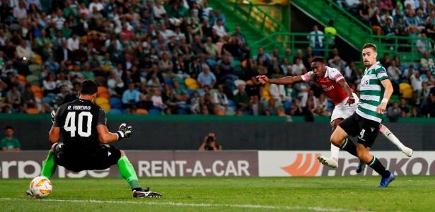 Time português contou com o goleiro Renan Ribeiro, ex-São Paulo, entre os titulares - Peter Cziborra/Reuters