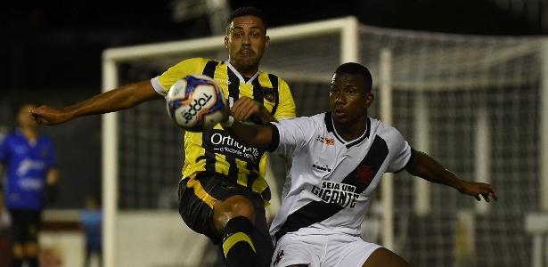 Ribamar tem sido titular do Vasco na ausência de Maxi López, ainda sem data de estréia - Thiago Ribeiro/AGIF