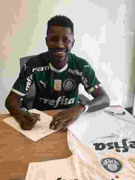 Ramires assina contrato com o Palmeiras  - Divulgação