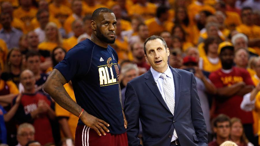 O ex-técnico do Cleveland Cavaliers David Baltt e LeBron James  - Gregory Shamus/Getty Images
