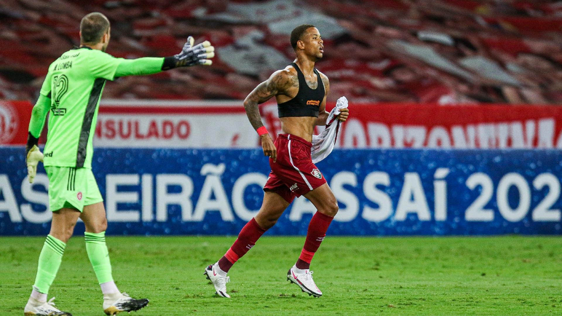 Caio Paulista comemora gol pelo Fluminense contra o Inter, em hogo do Brasileirão