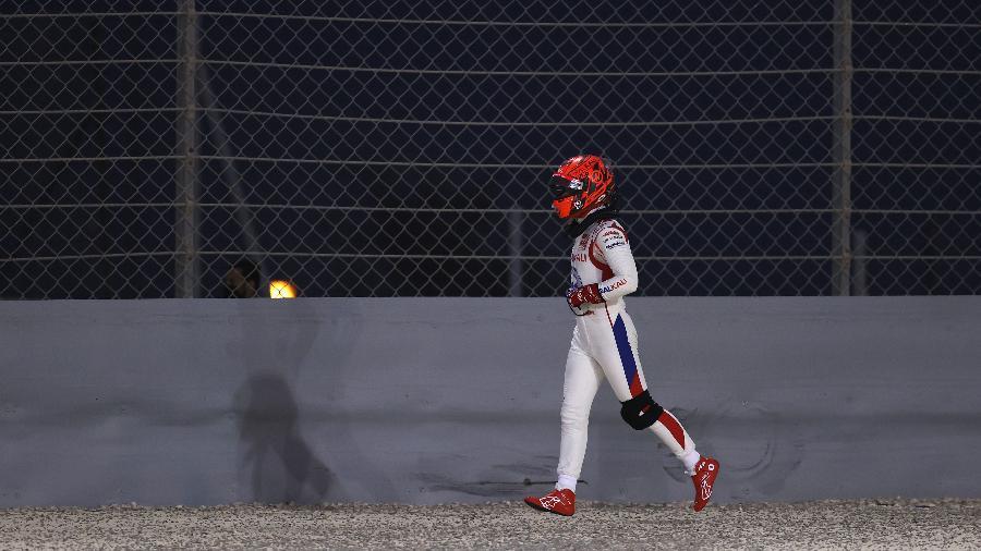 Estreante na F1, Nikita Mazepin abandonou a corrida após a primeira volta - Lars Baron/Getty Images