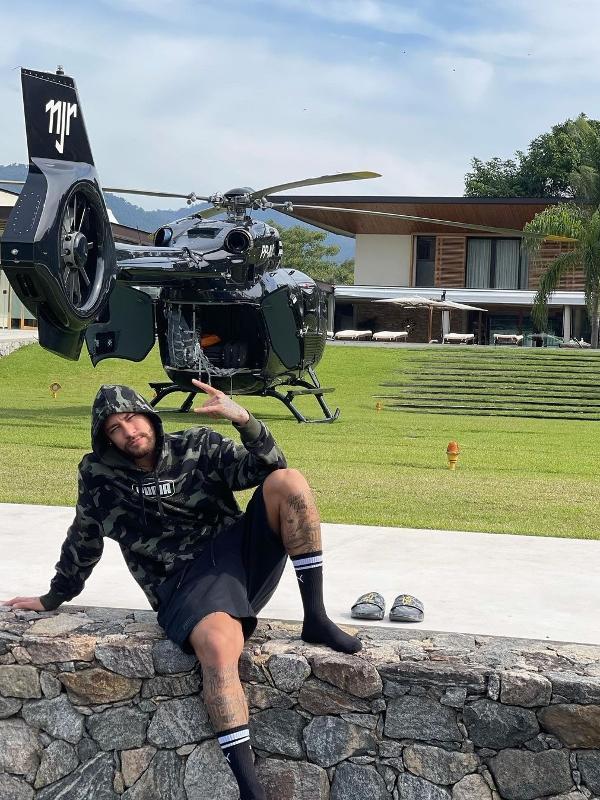 Neymar Jr e seu helicóptero personalizado avaliado em R$ 50 milhões