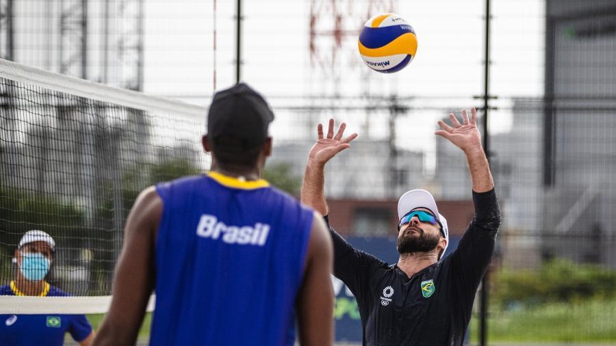 Bruno Schmidt e Evandro treinam antes da estreia nos Jogos Olímpicos de Tóquio - Miriam Jeske/COB