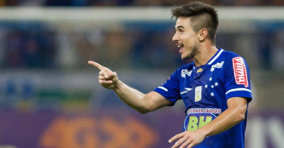 Willian comemora o seu gol contra o Coritiba, pelo Campeonato Brasileiro