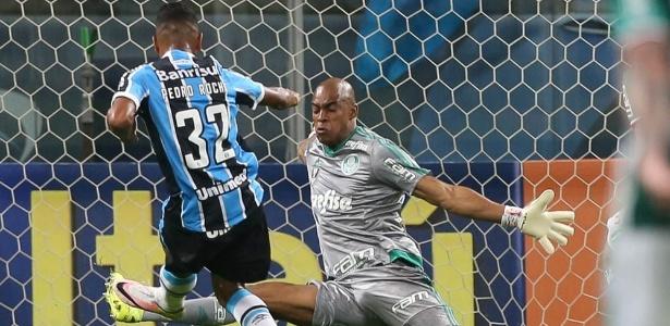 Palmeiras desembarcou em SP depois do empate sem gols contra o Grêmio