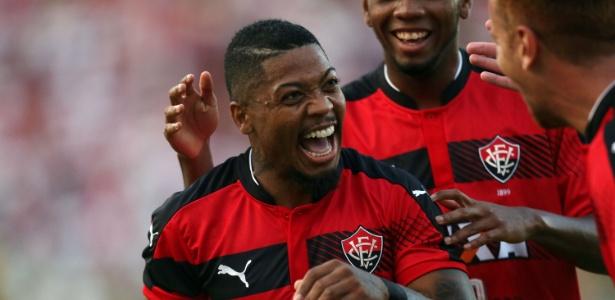 O atacante Marinho, do Vitória, interessa ao Flamengo para a próxima temporada