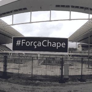 """Arena Corinthians estende faixa com """"#ForçaChape"""" em homenagem à Chapecoense - Reprodução/Facebook"""