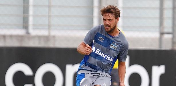 Uruguaio treina com o time de transição após ficar sem espaço e não aceitar saída