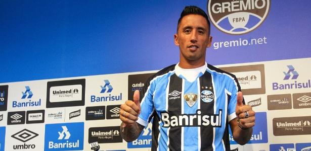 Lucas Barrios começa no banco de reservas o clássico Gre-Nal