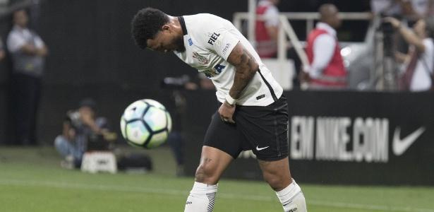Corinthians ainda não pagou pela transferência do atacante Kazim