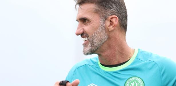 Técnico Vágner Mancini mira o título: 'Quando a bola rolar, quero meu time mordendo'