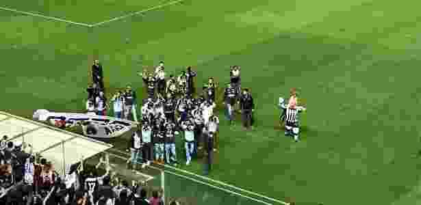 Time sub-20 do Atlético foi mostrar para a torcida o troféu da Copa do Brasil da categoria - Victor Martins/UOL Esporte - Victor Martins/UOL Esporte