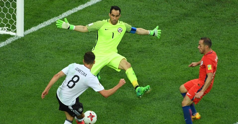 Bravo evitou o segundo gol da Alemanha no fim do 1º tempo