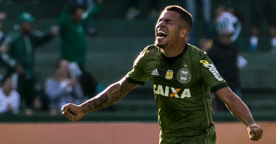 Thiago Carleto comemora gol do Coritiba diante da Chapecoense no Couto  Pereira pelo Campeonato Brasileiro 2017 bcbc2a797d1d2