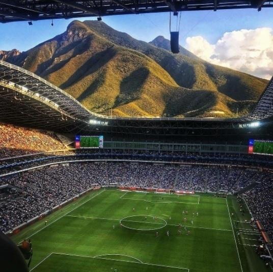 Vista interna do estádio BBVA Bancomer, na região metropolitana de Monterrey, no México