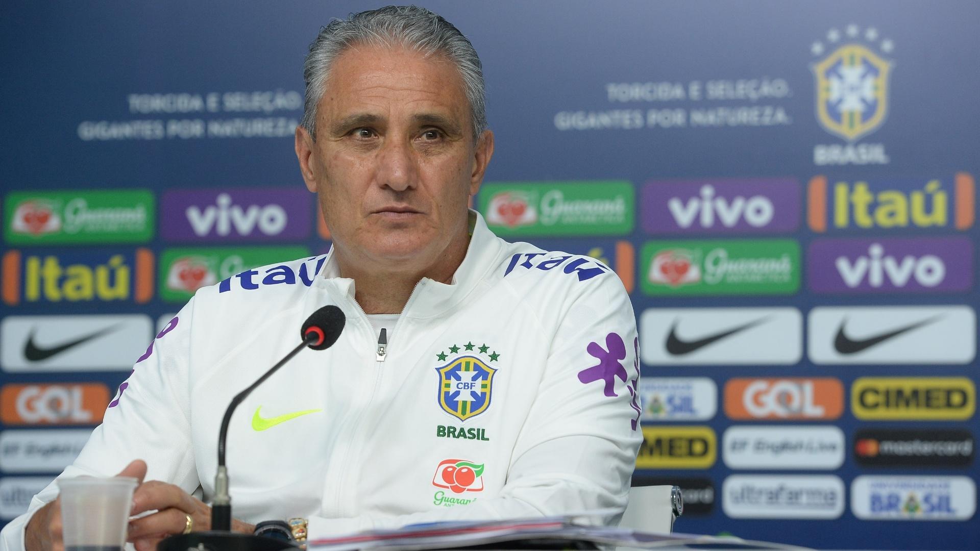Tite durante coletiva de imprensa na seleção brasileira, na Granja Comary