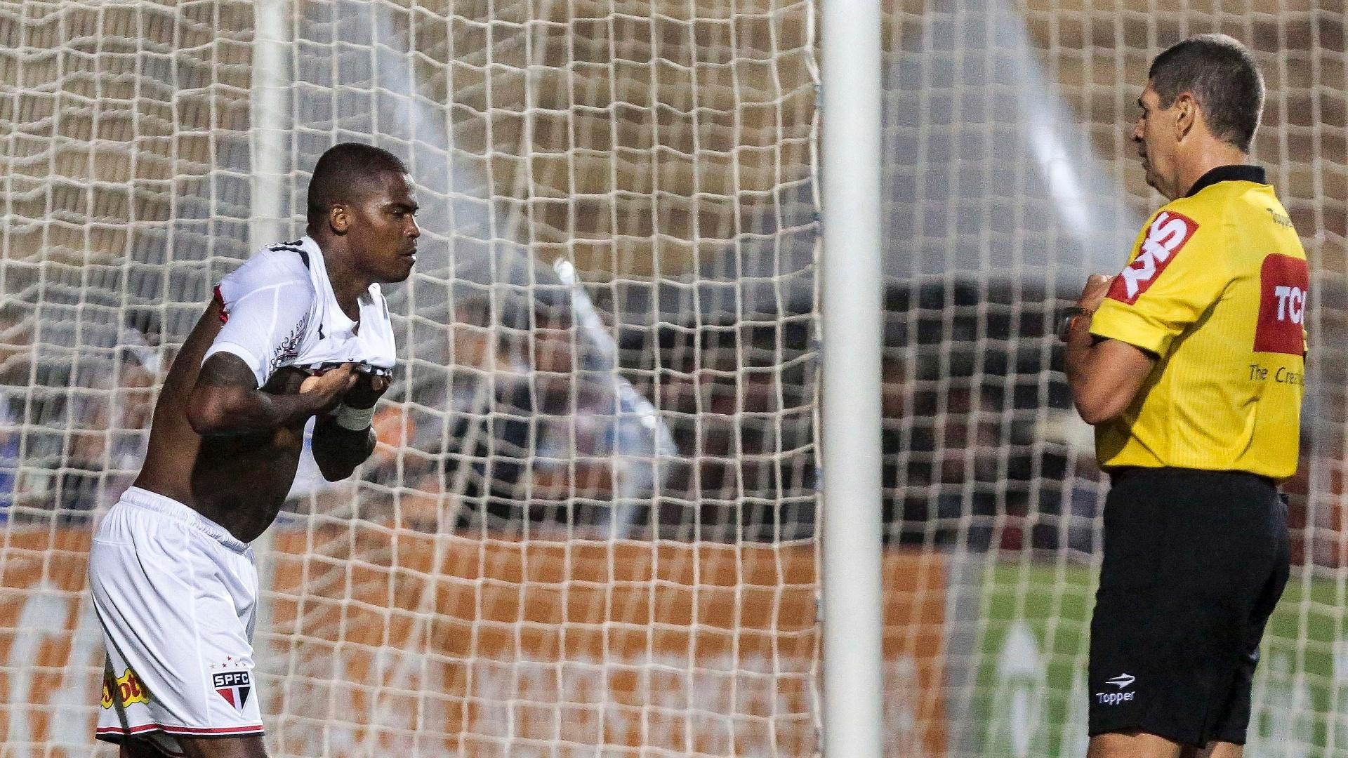 Maicosuel recebeu cartão amarelo por ter tirado a camisa no gol do São Paulo