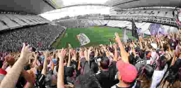 Torcida frequenta treino do Corinthians: se eleito, Ezabella quer tornar rotina - Bruno Teixeira/Corinthians - Bruno Teixeira/Corinthians