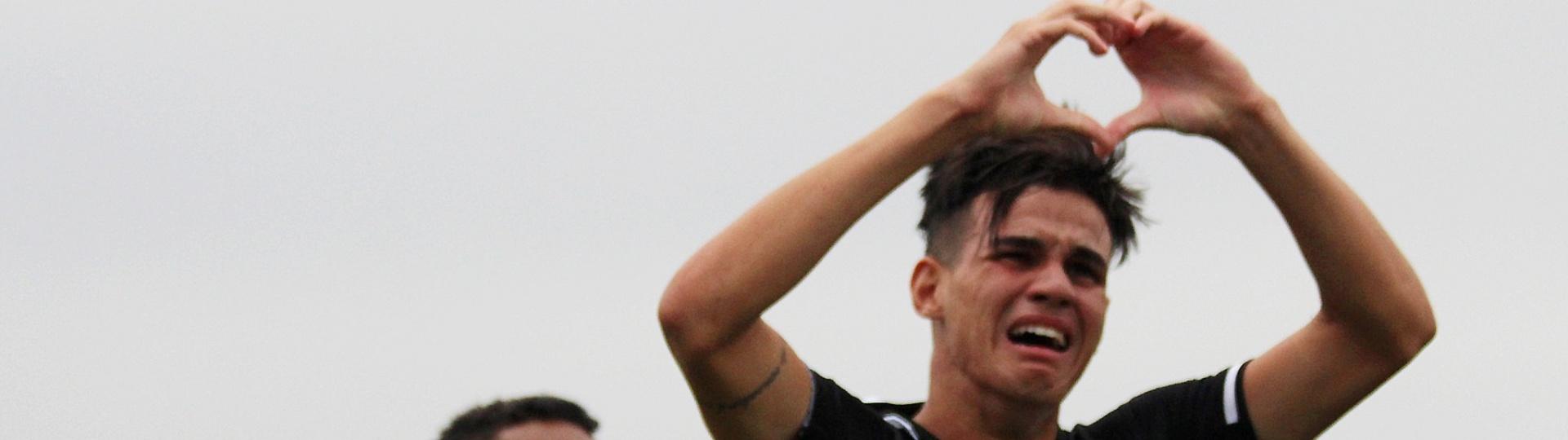 Matheus comemora gol do Vasco sobre o Espírito Santo na Copinha